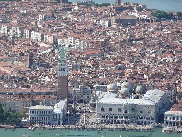 Elicottero Venezia : Tour e shuttle in elicottero
